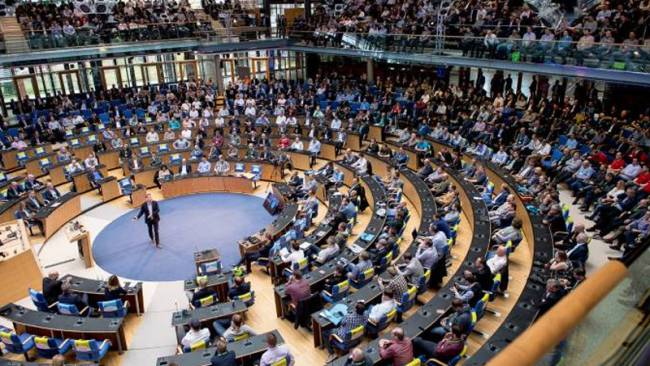 Der Plenarsaal ist während der Key Note gut gefüllt.