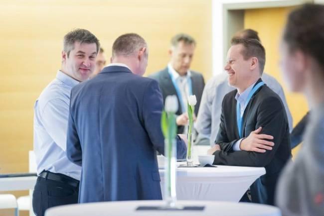 Networking von einigen Teilnehmern bringt viel Spaß und Interaktion.