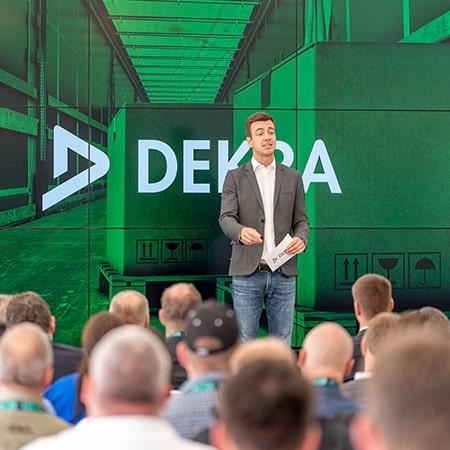 Keynote-Speaker auf einer Bühne