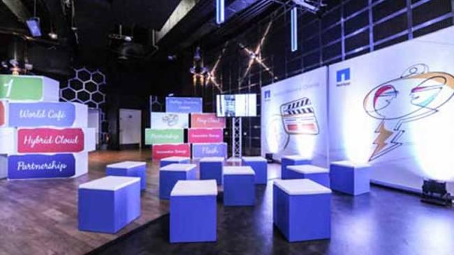 Cubes als Sitzmöglichkeit bei einem NetApp Event.
