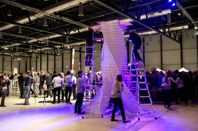 Aufbau eines spannenden Turms beim Swisscom Event in der Messe Luzernm in der Schweiz.